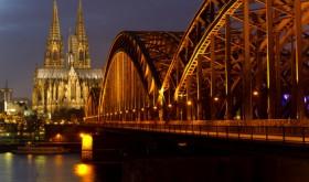 Kölner Dom, Hohenzollernbrücke